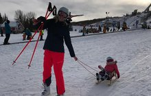 Máma Kobzanová: (M)učila dvouletou dceru na lyžích!