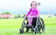 Statečná Nikolka bojuje od narození o život: 5 let a 13 operací hlavy!