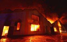 11 hodin boje s ohněm, škoda 100 milionů!