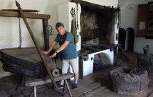 150 let starý kovářský měch: Unikát žral červotoč!