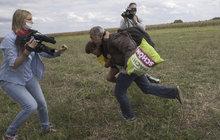 Kopanec do běženců: Kameramanka má podmínku!
