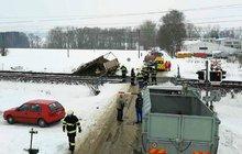 Vlak na přejezdu smetl náklaďák!