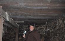 Sklep ukrýval raritu: Trámový strop z roku 1400!