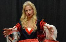 Čarodějka Regina Kupcová Sádlová exkluzivně pro čtenářky Aha! pro ženy: 3 rituály lásky s růží, svíčkami a vínem!