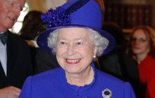 Historická událost nejvyšší priority a britská královna (91) šetří každé penny! Alžběta II. přijala v Buckinghamském paláci obludně bohatého saúdskoarabského korunního prince Muhammada bin Salmána (32). Známá šetřilka ale ani tak důležité návštěvě nenechala ve vymrzlém paláci pořádně zatopit!