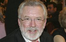 Po scénáři ke snímku Léto s gentlemanem, který začal Jaromír Hanzlík (70) natáčet 16. července s režisérem Jiřím Adamcem (70), nosí herec v hlavě další námět.