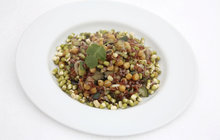Vaříme cvalem s Michalem: Šéfkuchař připravil něco zdravého pro zahřátí - teplý salát s červenou rýží!