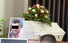 Zabil se v rychlosti 250 km/h, pohřeb v bílé  rakvi!