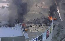 Na obchoďák spadlo letadlo: Zahynul pilot a 4 golfisté!