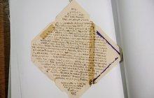 Neviditelný inkoust v listech z koncentráků: Dopisy psali vězni močí!