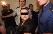 Proč ubodala ženu? Změna pohlaví u ní zůstala na půl cesty