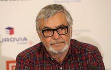 Vážný problém řeší pořadatelé Mezinárodního filmového festivalu Karlovy Vary! Po šestnácti letech s ním totiž ukončil spolupráci generální partner, skupina ČEZ. A prezident festivalu Jiří Bartoška (70) teď se svými lidmi shání nového sponzora.