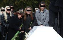 Pohřeb táty se synem: Zabil je žhář!