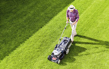 10 rad pro dokonalý trávník: Ať se krásně zelená!