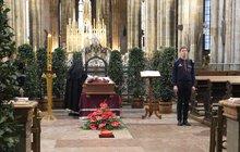 Vlka (†84) pohřbí v katedrále: Sbohem kardinále!