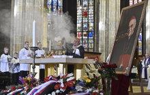 Pohřbili kardinála Vlka: Hrobka v katedrále!