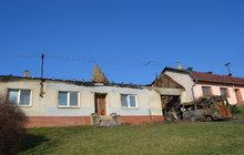 Od auta vyhořely dva domy!