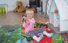 Křehká Rebeka (2,5) se narodila jako »motýlí« holčička!