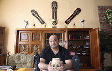 Mág Lubomír Holub (53) vaří lektvary a o uzdravování říká: Nemoci vezmu a pohřbím!