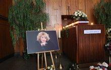 Pohřeb Věry Špinarové (†65): Přišlo přes 15 000 lidí!