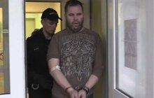 Opilý policista Kadlec u soudu: Naboural 25 aut!