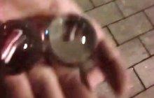 Padaly z orloje skleněné koule? Úředníci: Je to podvrh!