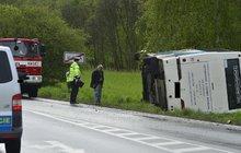 Autobus se 41 školáky havaroval: 7 sedmáků v nemocnici!