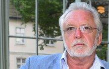 Povedlo se! Legendární herec Jaromír Hanzlík (70) slavnostně oznámil, že natáčení jeho nového filmu Léto s gentlemanem, ke kterému napsal scénář, začne v těchto dnech.