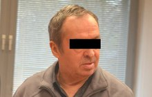 Úchylný »dědeček« jde za katr: Znásilňoval vnučky (8 a 10)!