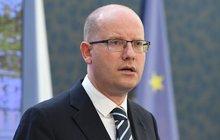 Sobotka chce řešit dvojí kvalitu: S Ficem plánuje summit!