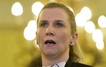 Senátoři se s odcházející ministryní nemazali: Valachovou dohnali k slzám!