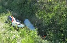 Motorkář havaroval a zemřel: Zavalil ho jeho stroj?