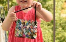 Originálním módní doplněk ze starých časopisů či obalů od bonbonů: Poskládejte si kabelku!