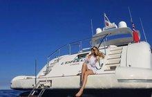 Němcová v Cannes: Vystavila křivky na jachtě!