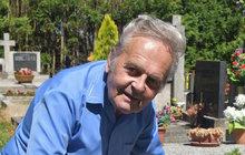 Nešťastný důchodce: Potřetí mu poškodili hrob rodičů!