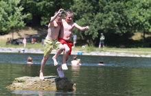 Z žabek do tenisek, z plavek do mikiny: Prázdniny začnou ochlazením!