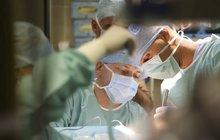 Profíci z IKEMu: Transplantovali játra čtyřměsíčnímu kojenci!