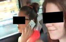 Dívky z šíleného videa smrti: Jednu propustili z nemocnice, druhé máma zařizuje pohřeb!
