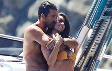 Buffonův sex na jachtě: ZAVŘI OČI BROUKU!