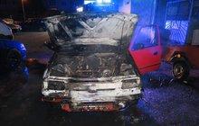 Vandalové děsí řidiče: Zapalují auta!
