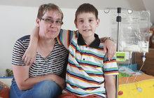 Dvanáctiletý syn Ivy Svobodové (41) trpí vzácnou trávicí poruchou a už deset let neochutnal běžné jídlo: Libor žije bez střeva!