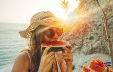 Musíte se nutit v létě pít? Těchto 5 potravin vás zachrání!