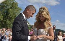 Tajemná dcera Babiše: Na tátově svatbě vypadala Bobeková (39) skvěle!