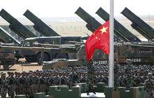 Monstrózní přehlídka Číny: To je naše armáda!