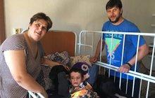 Zoufalá rodina se vyrovnává s těžkým postižením syna Filipa (9): Byl zdravé miminko, teď neumí ani kousat!