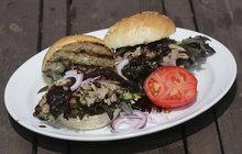 VAŘÍME SVALEM S MICHALEM: Kuchař připravil originální kachní burger s cibulovým čatní!
