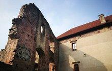 Smrt na hradu Pecka: Tereza uklouzla na mokré střeše!