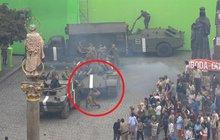 Uniklo z natáčení filmu o Janu Palachovi (†20): Komparzistu srazil tank!