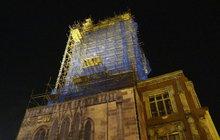 Vyšplhali na věž Staroměstské radnice: Pokuta levnější než vstupenka!