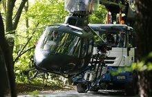 Cruise opět pokouší osud: Helikoptérou skrz les!